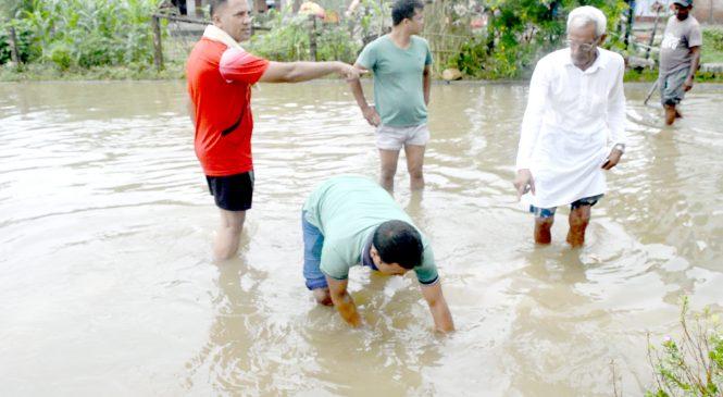 केहीबेरको झरीले जलमग्न कोहलपुर गोलपार्क क्षेत्र