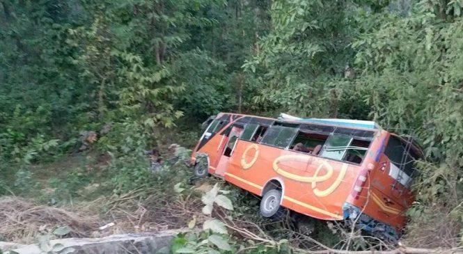 Breaking:सल्यानको श्रीनगरवाट झिम्पै जाँदै गरेको बस दुर्घटना
