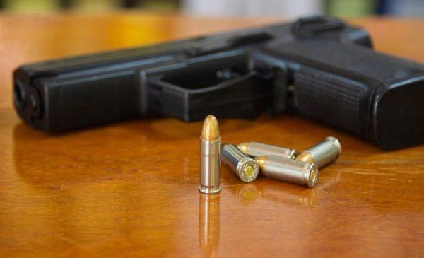आफैलाई पेस्तोल ताकेर सेल्फी लिँदा गोली निस्कियो, छातीमा लागेर मृत्यु