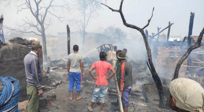 नरैनापुरको सुइया गाउँमा आगलागी, २२ घर जलेर नष्ट