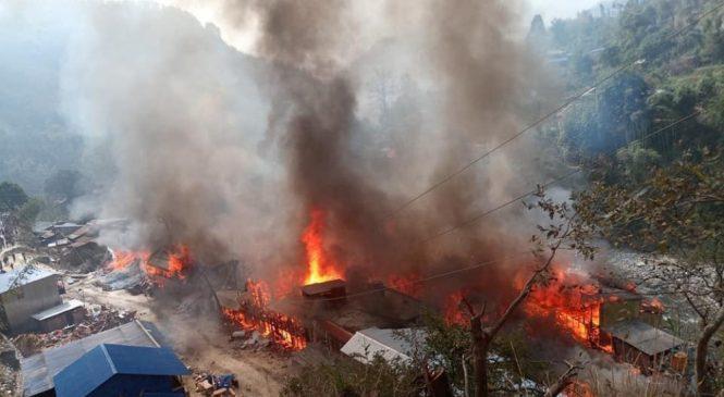 ताप्लेजुङको दोभान बजारमा भीषण आगलागी, ४० बढि घर जले