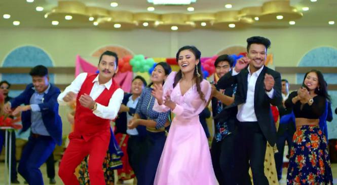 नेपाल आइडल रवी ओड र गायिका स्मिता दाहालको 'राजा रानी' (भिडिओ)